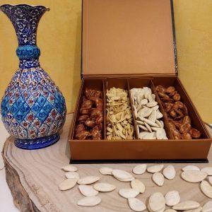Découvrez le coffret de la collection grainée, à partager ou à offrir pour un apéritif de qualité : graine de courge, graine de melon, graine de pastèque grillée salée